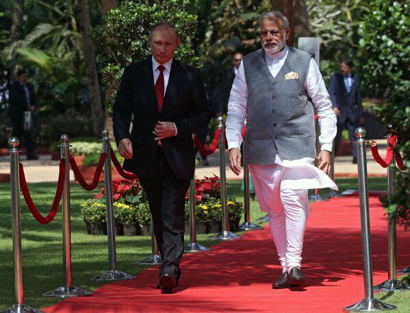 Prezydent Federacji Rosyjskiej Władimir Putin i premier Indii Narendra Modi podczas spotkania w hotelu Taj Exotic w indyjskim stanie Goa - Sputnik Polska