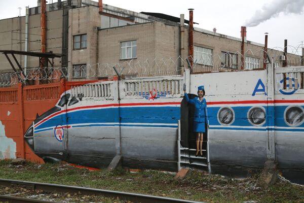 Przedstawionych w naturalnym rozmiarze zostało 19 samolotów, pięć śmigłowców, cztery silniki samolotowe, dwa reduktory i dwie rakiety - Sputnik Polska