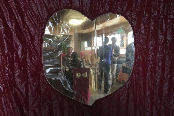 Goście w restauracji  w Pjongjangu - Sputnik Polska