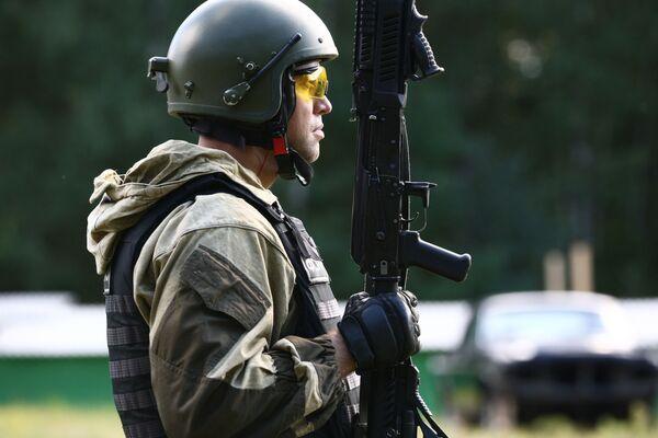 """Obecnie jednostki specjalnego zastosowania - są to zmilitaryzowane formacje FSB, MSW, Ministerstwa Obrony, Ministerstwa Sytuacji Nadzwyczajnych, Ministerstwa Sprawiedliwości i innych organów federalnych władz państwowych (oddziały, grupy, wzmocnione jednostki), mają swoje własne nazwy kodowe - """"Alfa"""", """"Witaź"""", """"Wympieł"""", """"Ruś"""". - Sputnik Polska"""