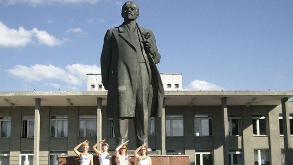 Pomnik Lenina w Nowogrodzie Siewierskim w obwodzie czernihowskim - Sputnik Polska