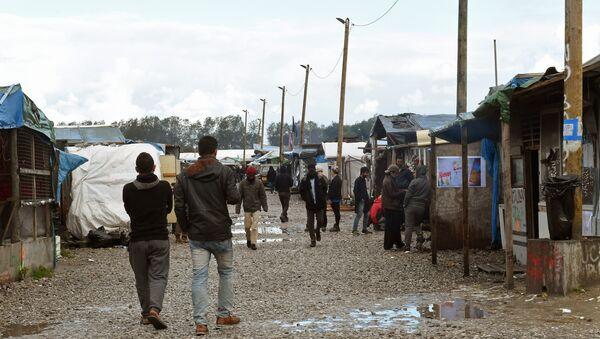 Obóz dla imigrantów w Calais - Sputnik Polska