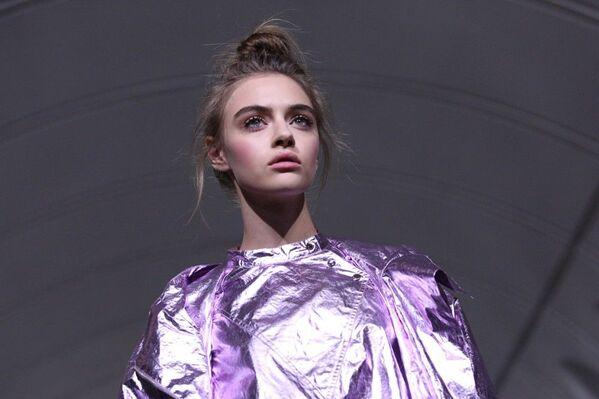 Tymczasem portal internetowy poświęcony modzie Style.com zaliczył Tieriechowa do dziesięciu najlepszych debiutantów roku. - Sputnik Polska