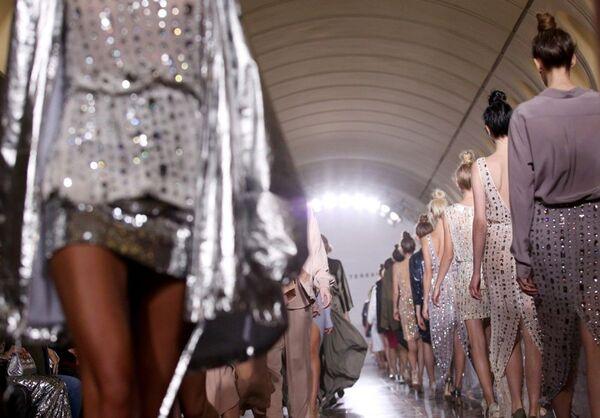 Modele Aleksandra Tieriechowa zostały zaprezentowane w jednym z mediolańskich showroomów. - Sputnik Polska