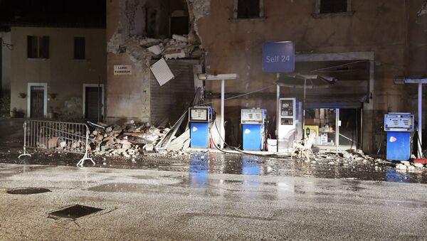 Zniszczone budynki po trzęsieniu ziemi we włoskiej wsi Visso - Sputnik Polska