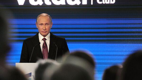 Prezydent Rosji Władimir Putin na podsumowującej sesji XIII corocznego posiedzenia międzynarodowego klubu dyskusyjnego Wałdaj w Soczi - Sputnik Polska