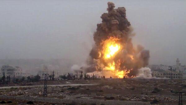 Wybuch od ataku bojowników na syryjskie siły rządowe. Aleppo. - Sputnik Polska