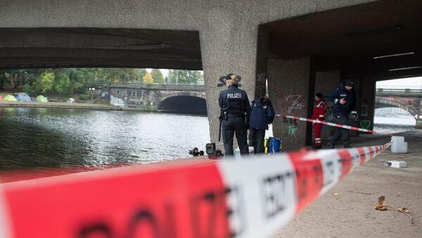 Policja na miejscu ataku nożownika na nastolatka w Hamburgu - Sputnik Polska