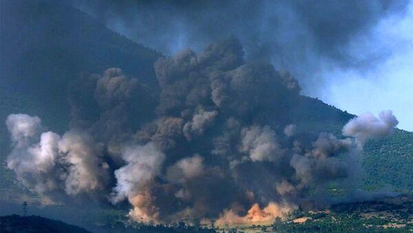 Bombardowanie wioski w Kosowie, czerwiec 1999 roku - Sputnik Polska