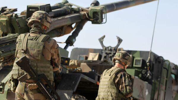 Żołnierze międzynarodowej koalicji podczas operacji w okolicach Mosulu, Irak - Sputnik Polska