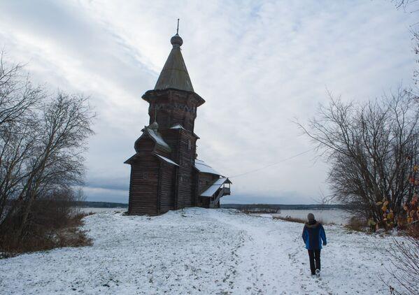 Cerkiew Zaśnięcia Matki Bożej w Kondopodze wznosi się na wysokość 42 metrów. - Sputnik Polska
