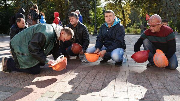 Górnicy z kopalni Nowołyńsk w czasie akcji protestu - Sputnik Polska