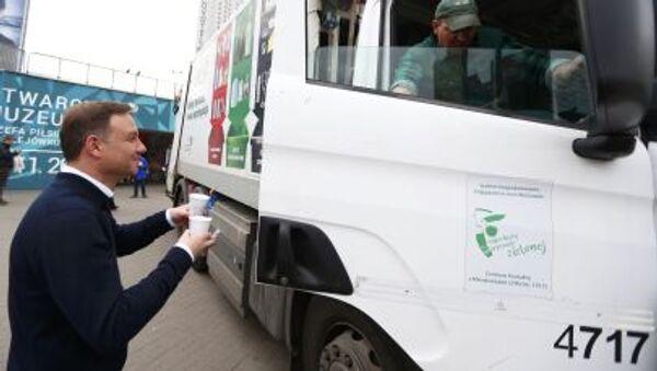 Kandydat na prezydenta Andrzej Duda rozdaje kawę w Warszawie - Sputnik Polska