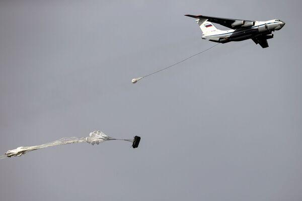 W ćwiczenia biorą udział jedne z najlepszych jednostek specjalnych wojsk powietrzno-desantowych Rosji, Białorusi i Serbii. - Sputnik Polska