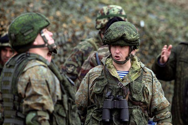 Łącznie w ćwiczeniachbierze udział około 500 żołnierzy sił specjalnych z trzech krajów, 10 samolotów i śmigłowców Sił Powietrzno-Kosmicznych Rosji i Sił Powietrznych Republiki Serbii, około 20 jednostek wojskowego sprzętu opancerzonego i specjalnego. - Sputnik Polska