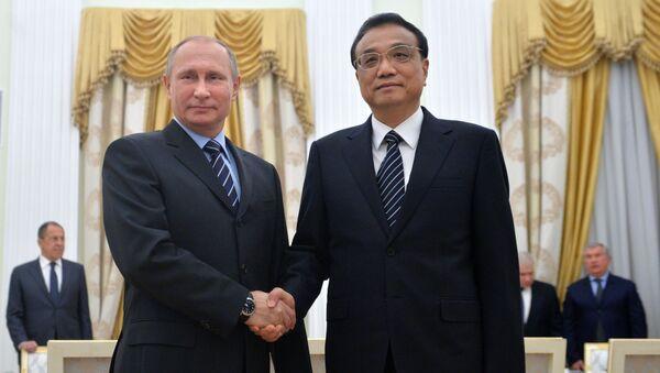 Prezydent Rosji Władimir Putin i premier Chin Li Keqiang - Sputnik Polska
