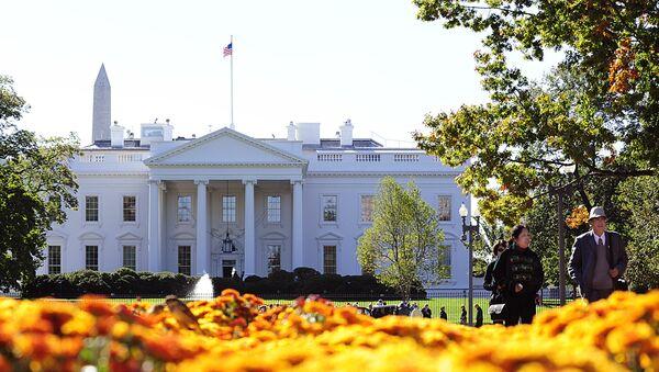 Tourists walk in Lafayette Park, across the street from the White House in Washington, DC - Sputnik Polska