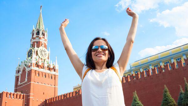 Dziewczyna na tle Kremla - Sputnik Polska