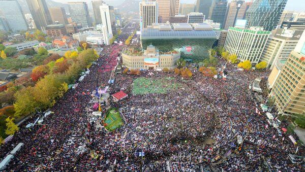 Akcja protestacyjna przeciwko władzy w Seulu - Sputnik Polska