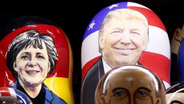 Matrioszka z Donaldem Trumpem i Angelą Merkel - Sputnik Polska