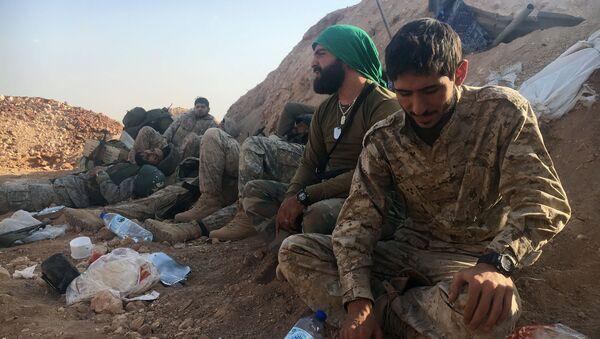 Żołnierze syryjskiej armii i powstańcy ostrzeliwani z moździerzy na południu Aleppo - Sputnik Polska