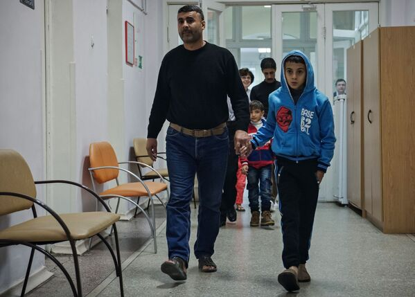 Syryjskie dzieci cierpiące na ciężkie choroby przewlekłe przybyły na leczenie w Wojskowej Akademii Medycznej im. S.M. Kirowa w Petersburgu - Sputnik Polska