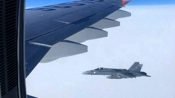 W piątek szwajcarskie myśliwce przez kilka minut eskortowały samolot pasażerski rosyjskiej delegacji na szczyt APEC w Peru. Do incydentu doszło w przestrzeni powietrznej Szwajcarii - Sputnik Polska