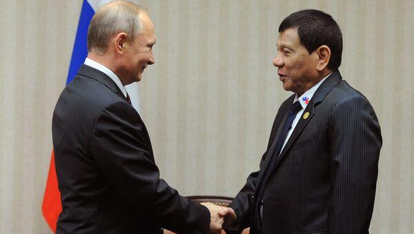Prezydent Rosji Władimir Putin na marginesie szczytu APEC w stolicy Peru spotkał się z filipińskim liderem Rodrigo Duterte - Sputnik Polska