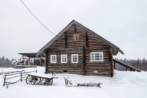 Drewniany dom mieszkalny we wsi Kinierma rejonu priażinskiego Republiki Karelii - Sputnik Polska