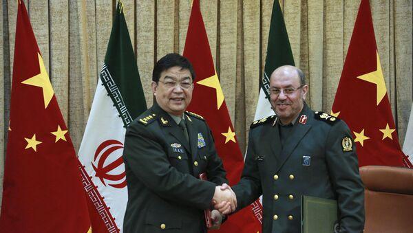 Minister obrony Iranu gen. Hossein Dehghan i chiński minister obrony Chang Wanquan, Teheran, 14 listopada 2016 - Sputnik Polska