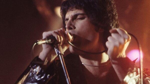 Вокалист группы Queen Фредди Меркьюри во время выступления в Нью-Хейвене, штат Коннектикут, США, 1977 - Sputnik Polska
