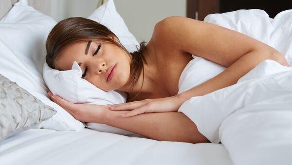 Piękna śpiąca kobieta - Sputnik Polska