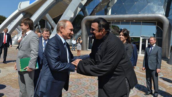 Władimir Putin i Steaven Seagal - Sputnik Polska