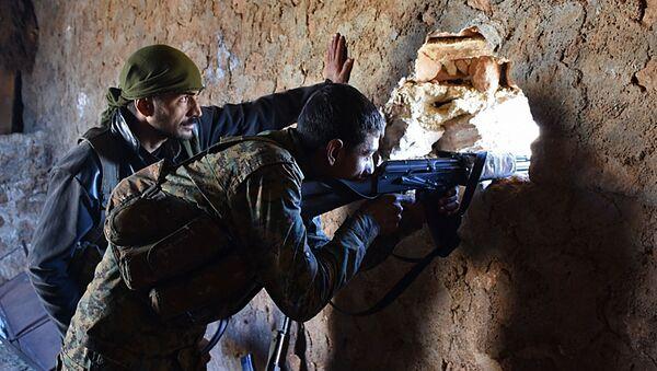 Военные сирийской правительственной армии на боевых позициях на подступах города Эль-Баб - Sputnik Polska