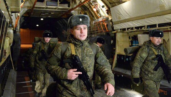 Zespół rosyjskich snajperów na pokładzie samolotu na lotnisko Czkałowski przed wylotem do Syrii - Sputnik Polska