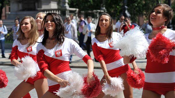 Polskie cheerleaderki podczas Euro 2016 - Sputnik Polska