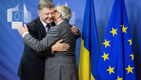 Prezydent Ukrainy Petro Poroszenko i szef Komisji Europejskiej Jean-Claude Juncker - Sputnik Polska