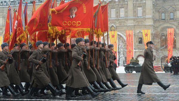Marsz poświęcony 75. rocznicy parady wojskowej na Placu Czerwonym w 1941 roku - Sputnik Polska