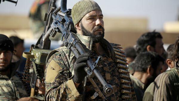 Бойцы из курдский-арабского альянса в окрестностях Ракки - Sputnik Polska