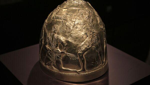 Hełm z kolekcji złota Scytów, wystawionej w muzeum w Amsterdamie - Sputnik Polska