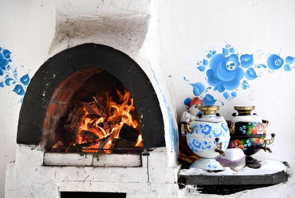 Słynna biało-niebieska ceramika stała się takim samym symbolem Rosji, jak bałałajka, matrioszka, wódka i rosyjski balet. - Sputnik Polska