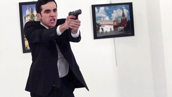An unnamed gunman gestures after shooting the Russian Ambassador to Turkey, Andrei Karlov, at a photo gallery in Ankara, Turkey, Monday, Dec. 19, 2016 - Sputnik Polska