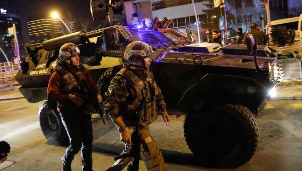 Policja zabezpiecza treren wokół galerii, w której strzelano do ambasadora Rosji Andreja Karłowa - Sputnik Polska