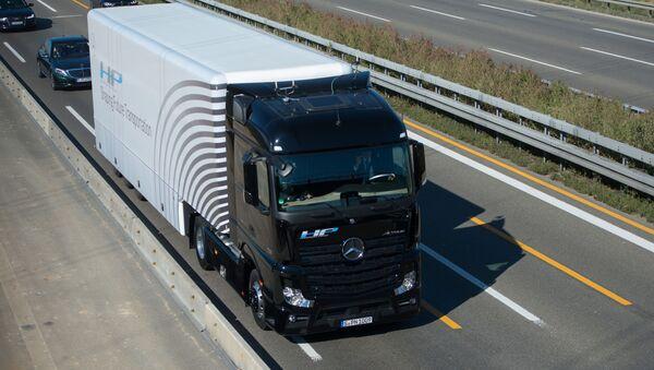 Ciężarówka Mercedes-Benz - Sputnik Polska