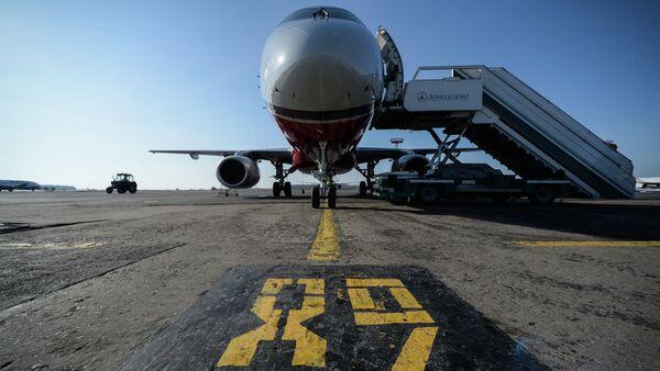 SSJ-100 na lotnisku w Domodedovo - Sputnik Polska