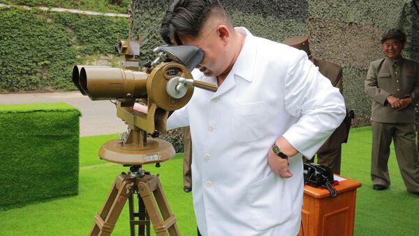 Kim Dzong Un podczas testów rakietowych - Sputnik Polska