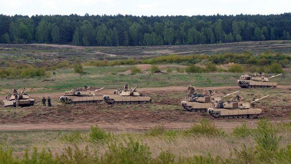 Wojska USA podczas ćwiczeń z czołgami Abrams - Sputnik Polska