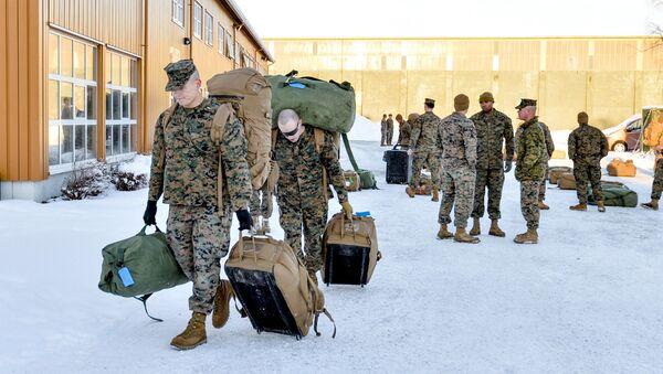 Amerykańscy desantowcy po przybyciu do miasta Stordal w Norwegii - Sputnik Polska