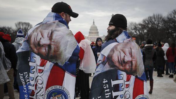 Amerykanie czekają na rozpoczęcie ceremonii inauguracji - Sputnik Polska