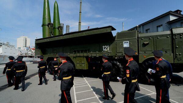 Wyrzutnie rakietowe Iskander-M na Międzynarodowym Forum Wojskowo-Technicznym Armia-2016 we Władywostoku - Sputnik Polska